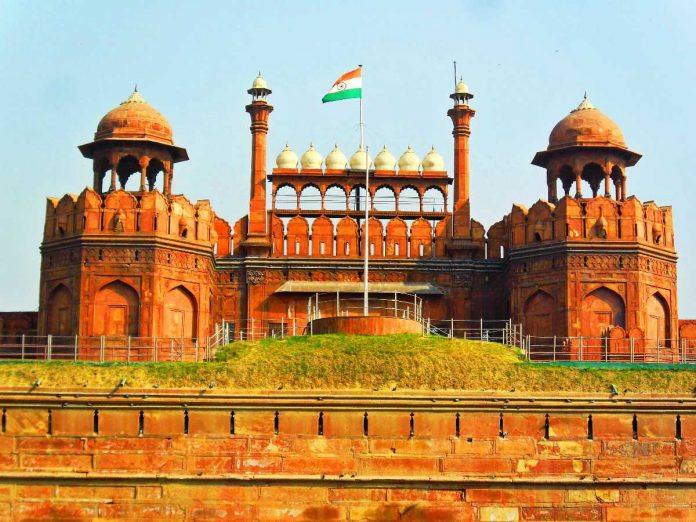 Modi-hoisted-the-tricolor-on-the-Red-Fort-for-the-sixth-time-2